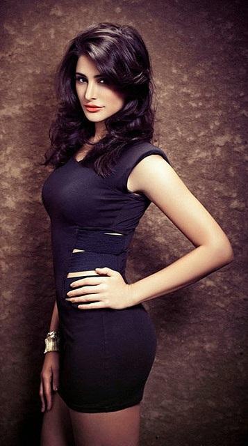 Die Bollywood-Schauspielerin Nargis Fakhri in schöner Pose