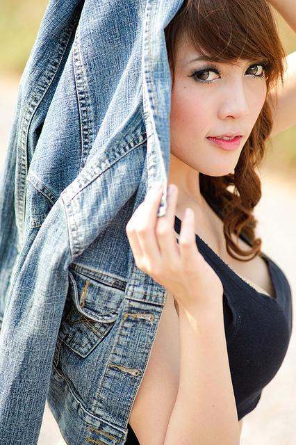 Attraktive Thai-Frau mit schönem Körper