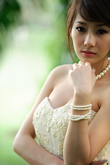 Hübsche Thailänderin in eleganter Kleidung