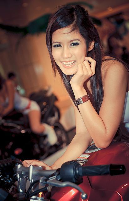 Asiatische Single-Frau mit bezauberndem Lächeln