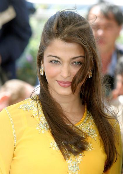 Die bezaubernde Aishwarya Rai in gelber Bluse