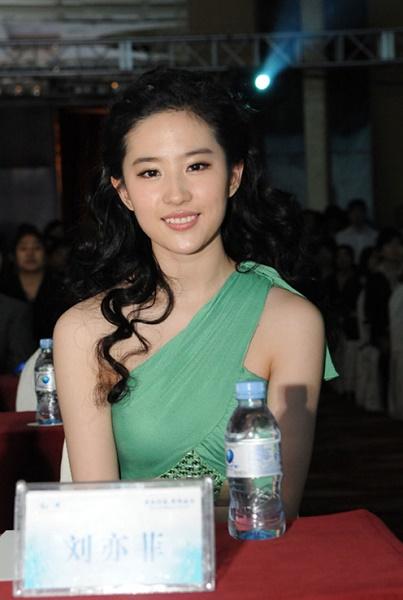 Die schöne chinesische Schauspielerin Crystal Liu Yifei